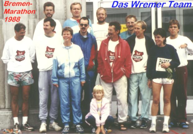 Die zwölf Wremer Teilnehmer beim Bremer Marathon 1988 ...